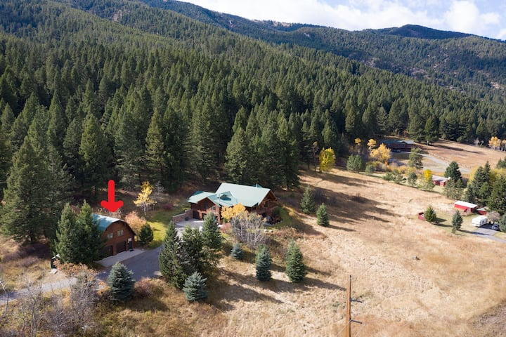 Scenic private guesthouse near Bozeman and Big Sky