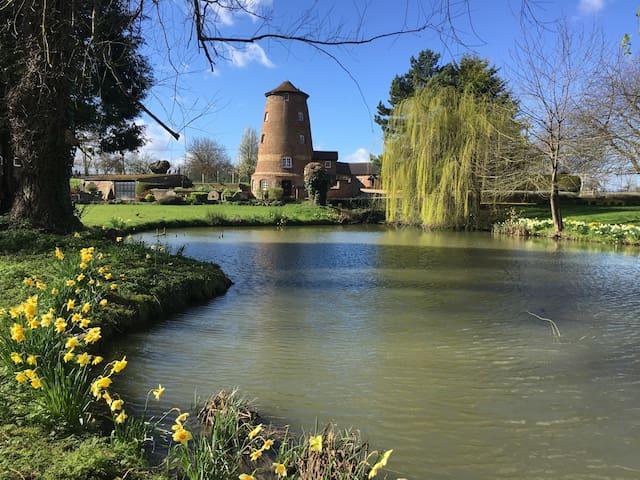 Romantic Windmill Retreat, Edlesborough