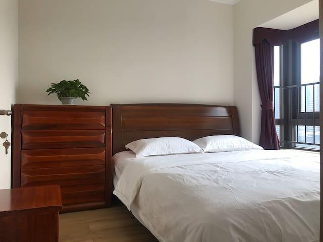 海景房,近银滩,小区环境优美,实木家具,环保舒适,躺在床上能看到大海,出行旅居不错的选择