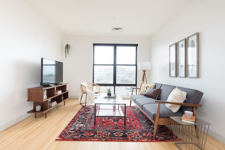 Sonder | Seaport District | Dashing 2BR + Laundry