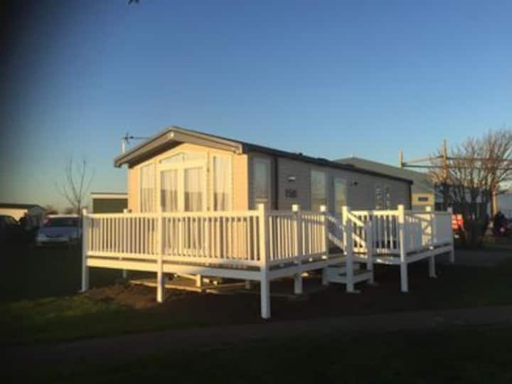 AV21 - Camber Sands Holiday Park - Sleeps 8 - Large Decking - Next to swimming pools and complex