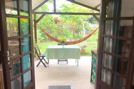Logement climatisé, terrasse + entrée privatives