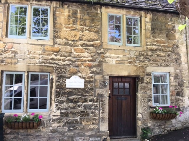 Apple Tree Cottage, 2 bedroom Cotswolds cottage
