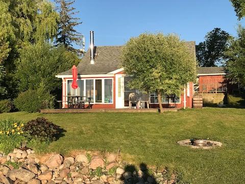 Wonderful Scugog Lake waterfront Cottage