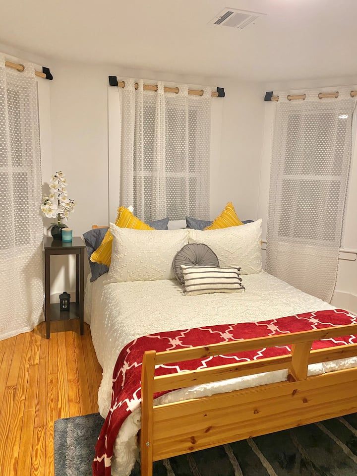 Private room in fun home! 45 minutes from NYC