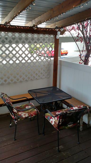 Outdoor patio dinning