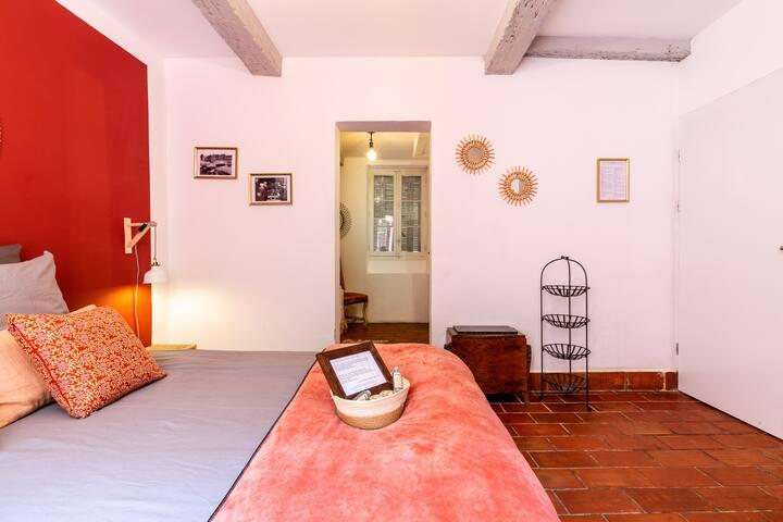 Salle de bain privative et grand lit 160 cm