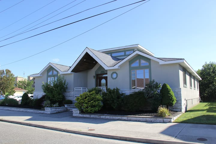 Wildwood Crest-4BR/3.5BA,1 block to Diamond Beach!