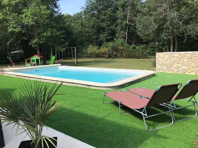 Maison calme proche Périgueux et piscine chauffée