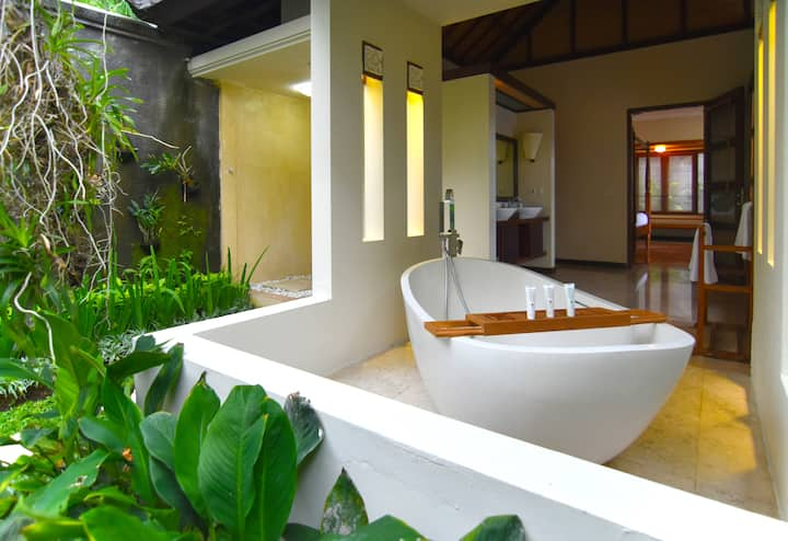 Seminyak 2 BR Walking Distance to Petitenget Beach