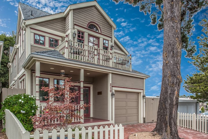 3703 La Gloria Cottage-by-the-Sea ~  Walk to the Beach and Downtown!