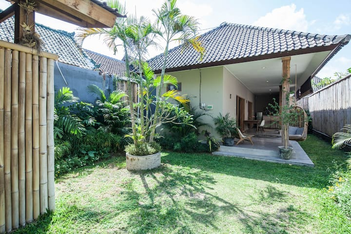 Intimate 2br Garden House 700m from the Beach.