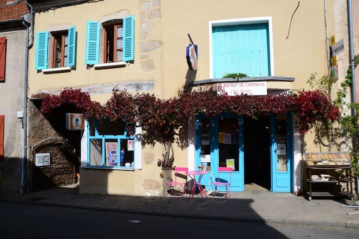 "Bistrot de campagne ""Chez Rosine"" boîte à livres 3"