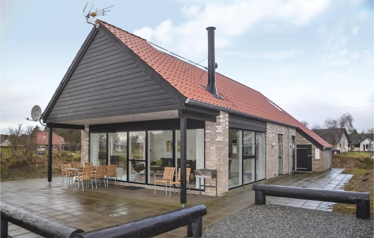 Holiday cottage with 3 bedrooms on 117 m² in Blåvand