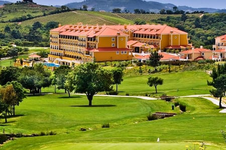 Big townhouse in a golf resort. - Lisboa - 连栋住宅