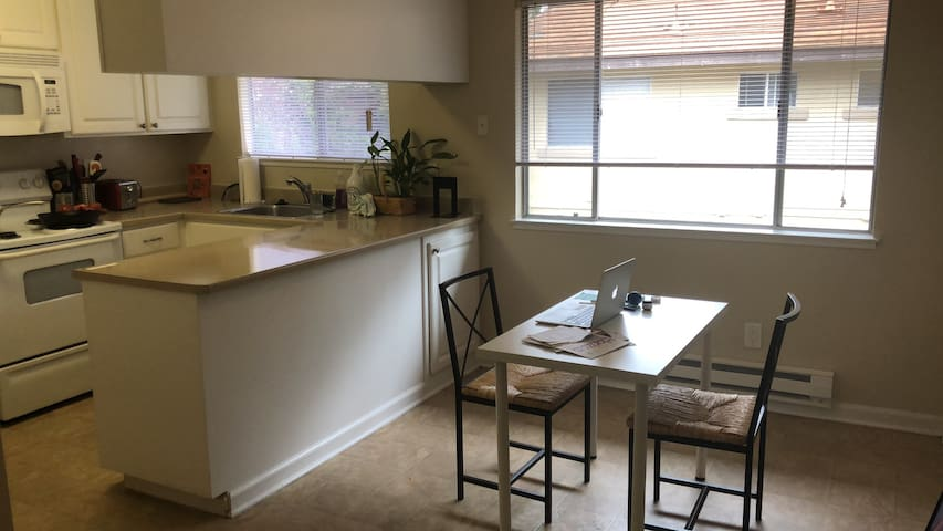 Sunnyvale - Private, clean, comfy & great location