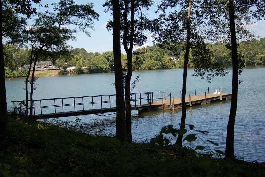The courtesy dock on Lake Hartwell