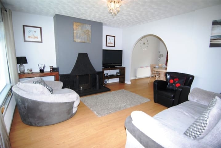 Tranquil 3 bed home by the beach - Portstewart - House
