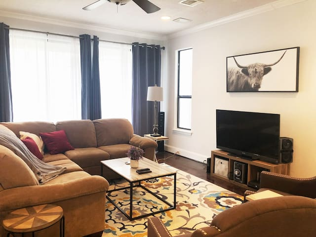 E.Downtown Houston Townhome-Walk To Many Venues