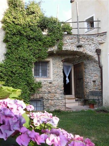 Casa Ghiri : appartamento il PARADISO con giardino - Verezzi - Apartemen