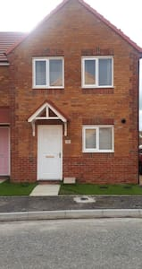 New build 3 bed close to A1