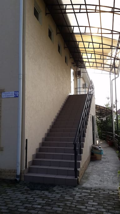 Лестница к гостевым комнатам