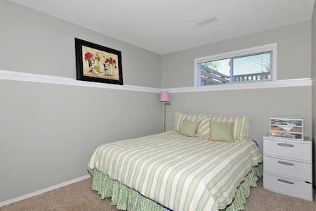 Private Guest Suite Near Spruce Meadows/Calgary