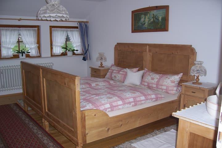 Haus Erika Dold, (Schonach), Ferienwohnung, 86 qm, 2 Schlafzimmer, maximal 4 Personen