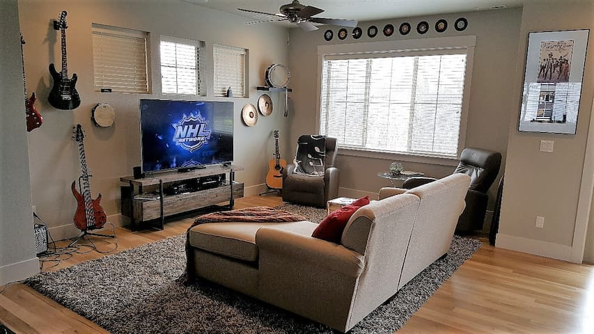 Music themed townhouse on the Boise River