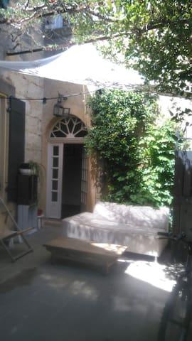 maison, idéalement située pour 8 personnes - Saint-Hilaire-d'Ozilhan - Hus