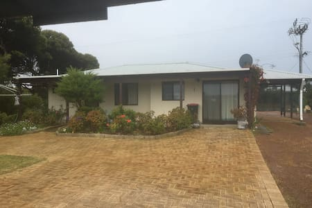 Iluka Cottage by the Sea