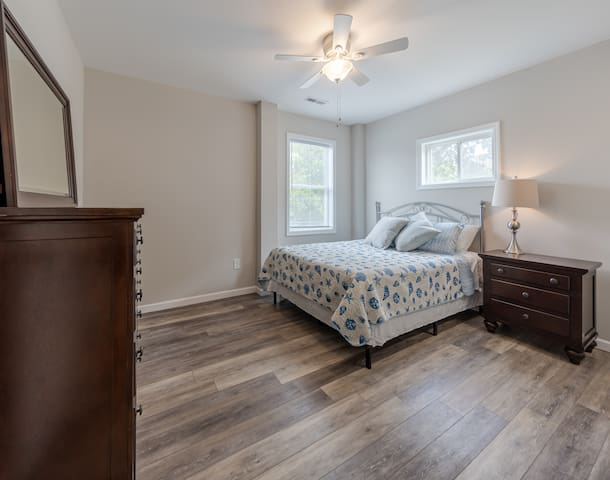 Lower Queen Bedroom
