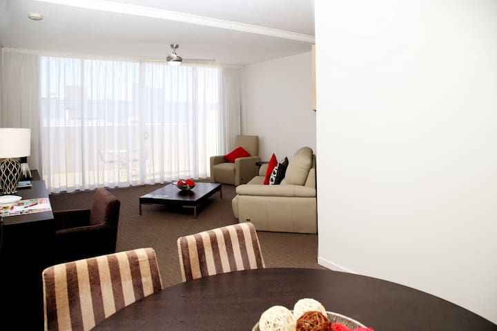 2BD Central Plaza (No cleaning Fee) Free WiFi