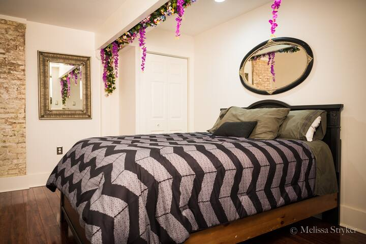 A new Sealy Queen Size bed will rock you to sleep. Stash your belongings in the closet.