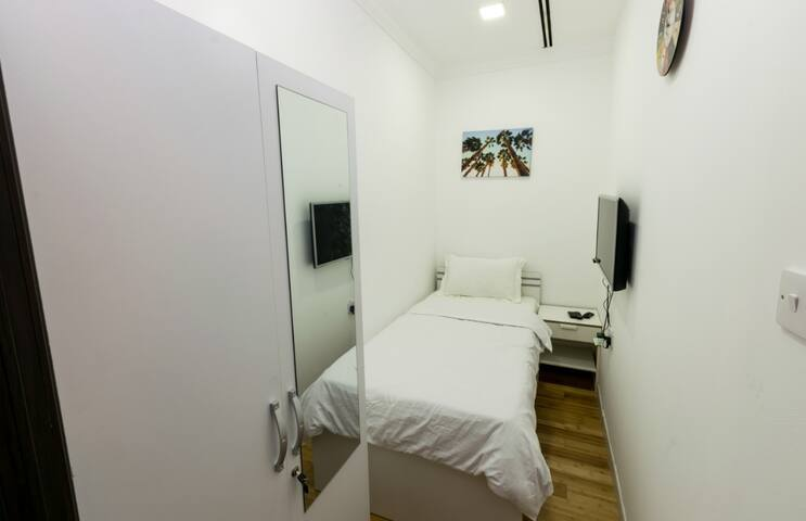 Small Room in Marina Crown tower Dubai for one Man