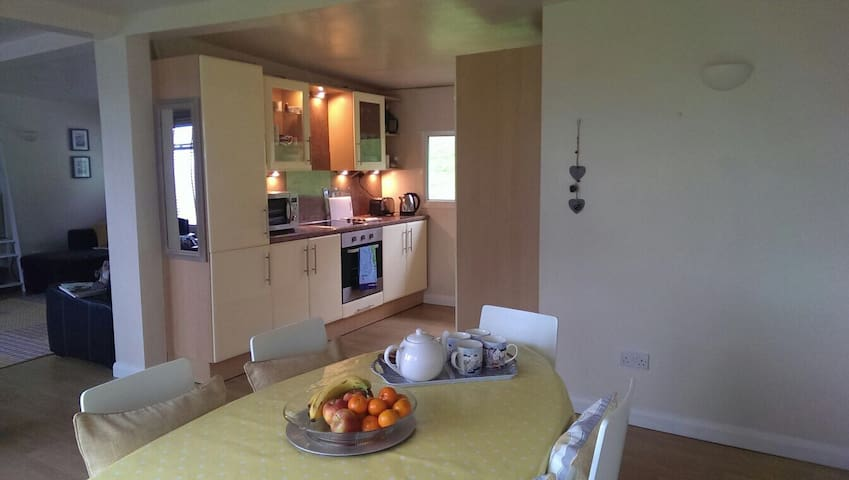 Newly refurbed unique countryside chalet *sleeps8* - Devon - Xalet