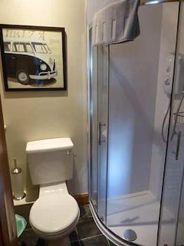 Ensuite for downstairs double/twin room , small step into shower
