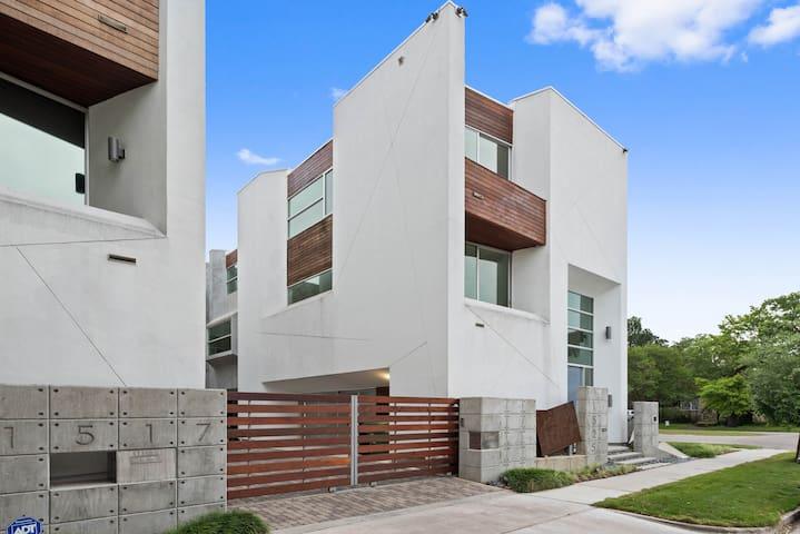 Modern Beauty in the Heart of Houston