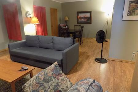 Large upstairs 3br Apt. 1.5 hours from Minneapolis