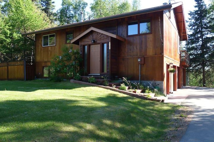 A true Alaskan home in the woods