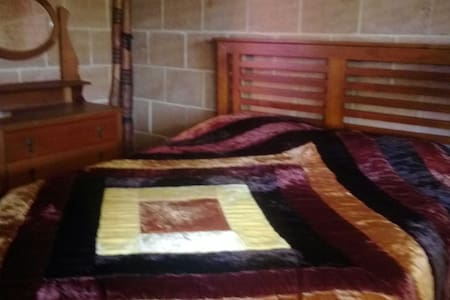 Queen Bed in Character Mud Brick Home - Beaconsfield
