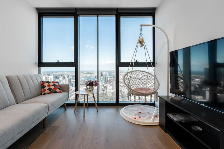 CBD sky level sea view apartment