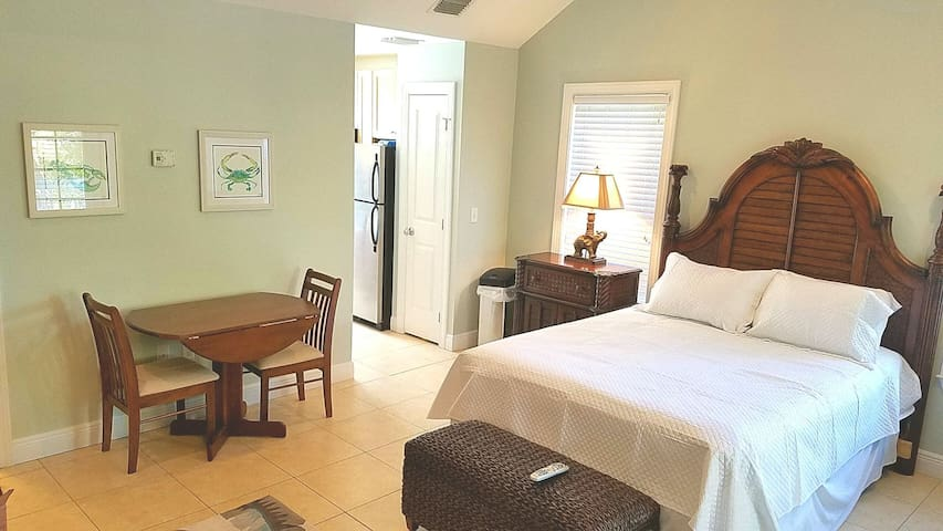 Coral Lagoon~ Large studio With full Kitchen