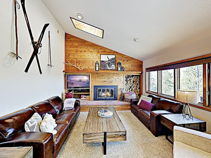 Multi-Level Mountain Retreat w/ Views & Hot Tub!