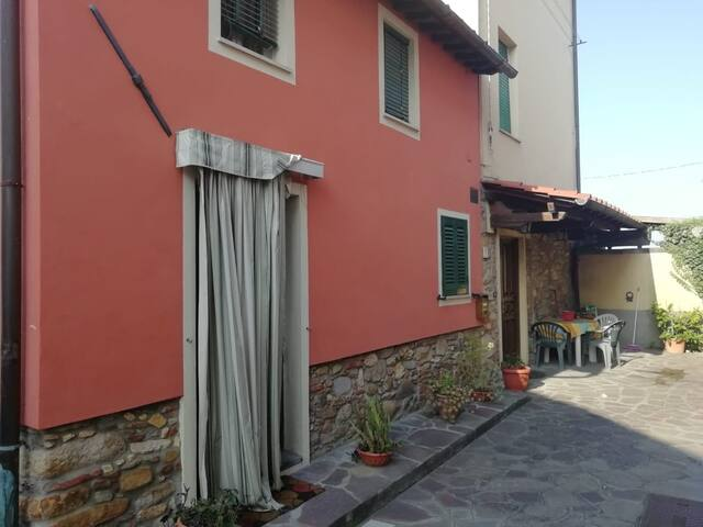 Camera privata/ bagno in comune - Lucca/Capannori
