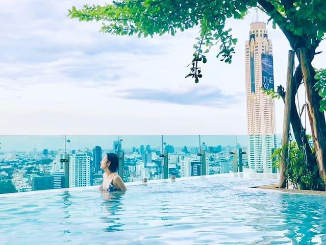 豪华五星公寓私人电梯 37层天空泳池 3MinBTS 步行可达暹罗商圈:水门市场尚泰世界百货暹罗广场