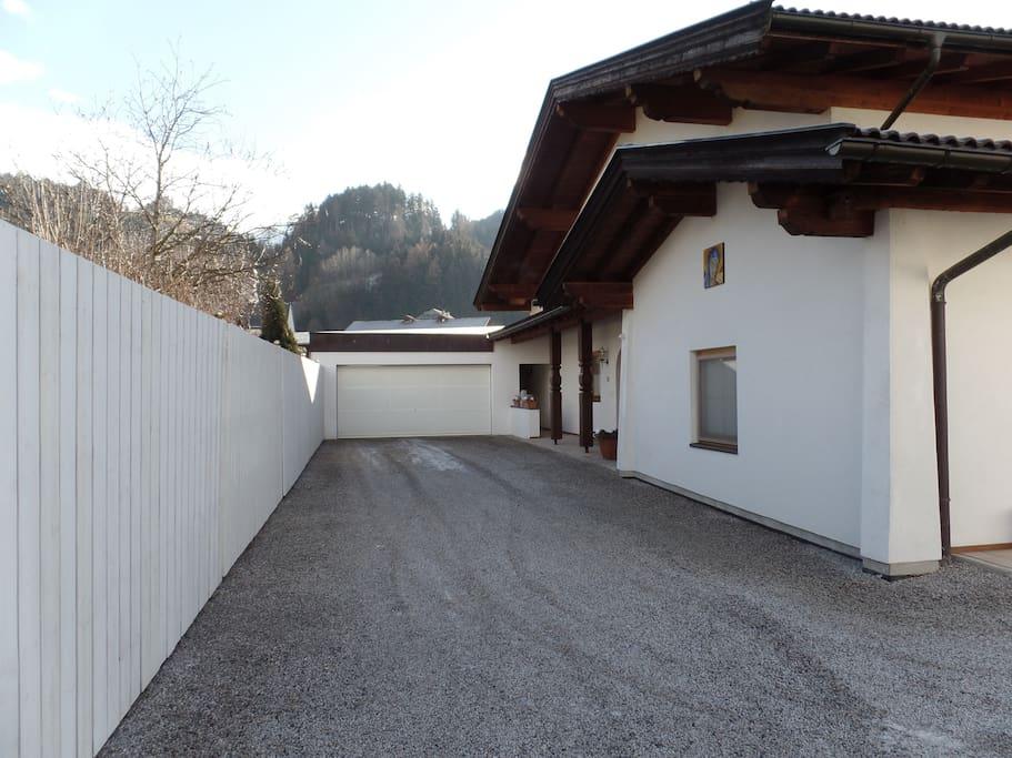 Haus Außenansicht Einfahrt