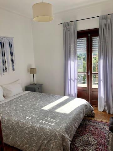 Quarto de casal 1 / Double Bedroom 1
