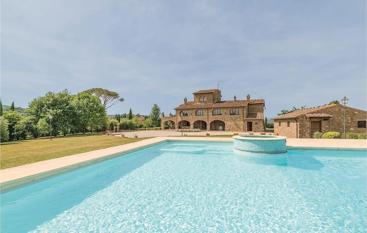 Holiday cottage with 7 bedrooms on 400m² in Lucignano -AR-