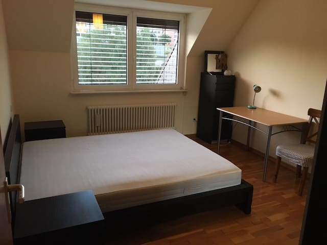 Quiet King-size bedroom in Kirchberg & parking - Luxembourg  - Apartment